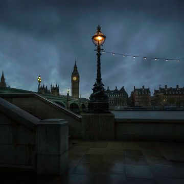 picture of England at night